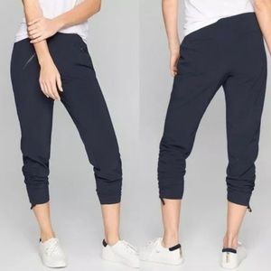 ATHLETA Aspire Ankle Pant in Black size 4